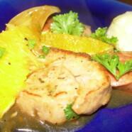 Fläskfilégryta med kryddiga korvar och apelsin